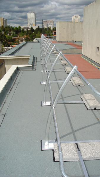 Installation de garde-corps aluminium cintré