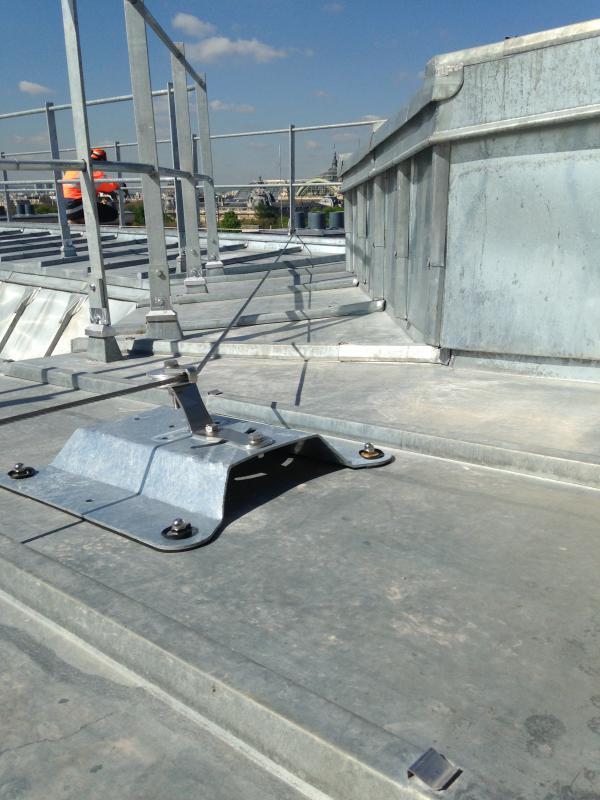 Pose de ligne de vie sur terrassons zinc