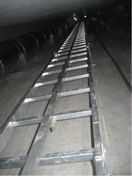 Rail de sécurité vertical posé sur échelle